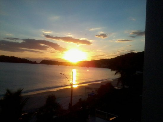 Bombinhas Blue Suites: nascer do sol...