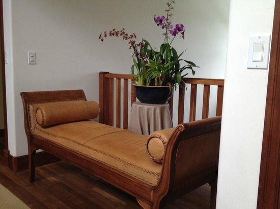 Kalaekilohana : винтажная мебель в холле