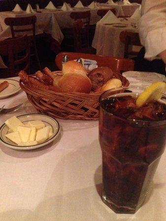 Frankie & Johnnie's Steakhouse: Lovely bread basket