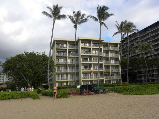 Kaanapali Beach Hotel : Hotel area closest to the beach (where we stayed).