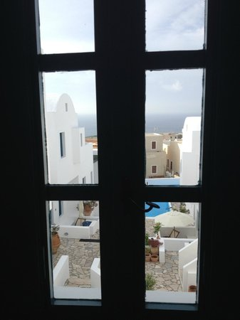 Oia's Sunset Apartments : View of the apartment grounds from our living room area