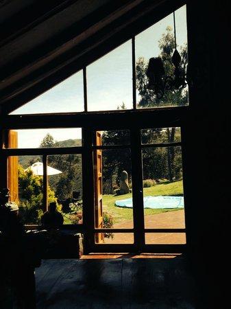 Refugio Vinak: saliendo del comedor a la terraza