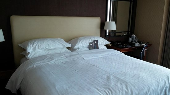 Sheraton Grand Chicago: comfortable bed