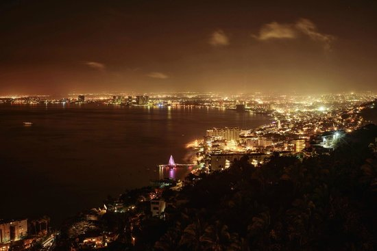Grand Miramar All Luxury Suites & Residences : View at night