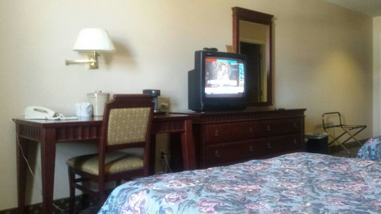 Quality Hotel & Suites: Room 211