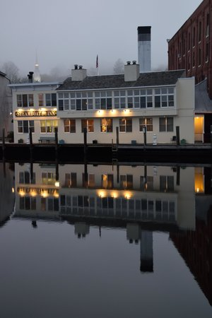 Steamboat Inn: Our little home away from home reflected in the Mystic River