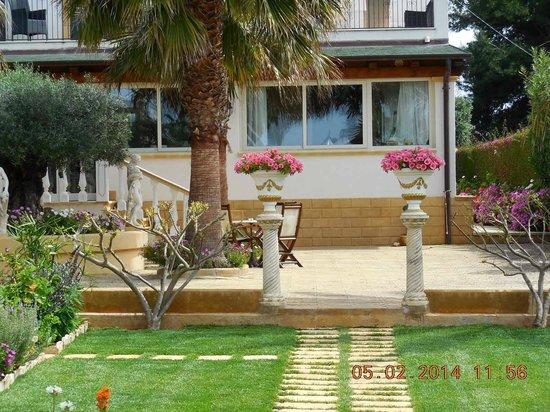 Villa Sogno Charme e Relax Selinunte: Back entrance to main house