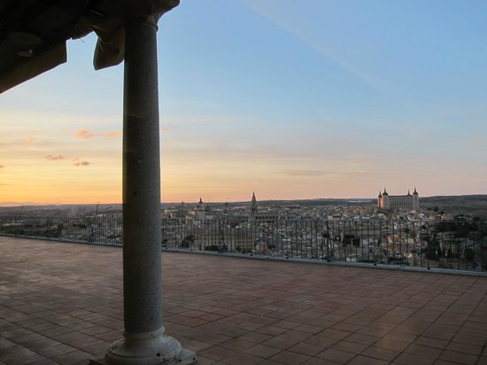 Parador de Toledo: Sunset view from the restaurant table