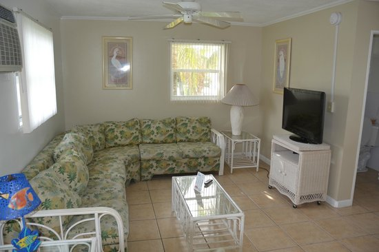 Blackfin Resort and Marina: Family Room of the 2 Bedroom / 2 Bathroom Apartment
