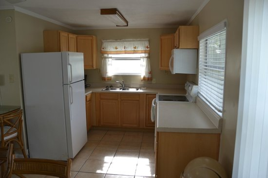 Blackfin Resort and Marina : Kitchen of the 2 Bedroom / 2 Bathroom Apartment