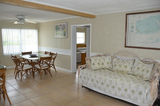Blackfin Resort and Marina: Dining Room and Day Bed of the 2 Bedroom / 2 Bathroom Apartment