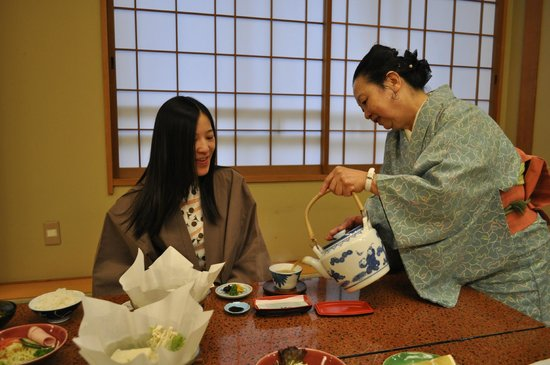 Nishiyama Ryokan : 姐姐招待早餐