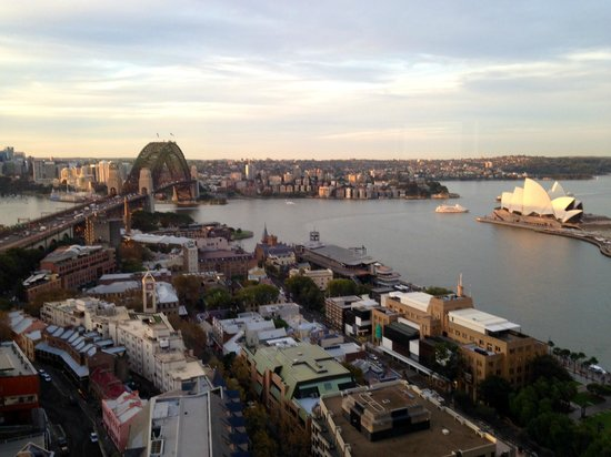 Quay West Suites Sydney: Sydney Harbour Bridge and Sydney Opera House