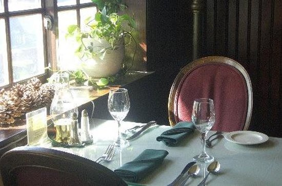 National Hotel & Restaurant: Dining in the charm and elegance of the National Hotel Restaurant