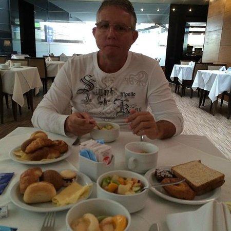 Tryp Montevideo Hotel: Café da manhã
