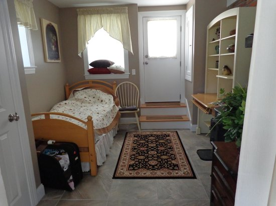 Granby, MA: Small alcove / extra bed
