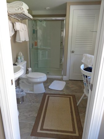The White Rose Bed and Breakfast: Bathroom