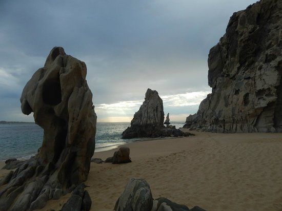 Grand Solmar Land's End Resort & Spa : Sunrise while walking to Lover's Beach.