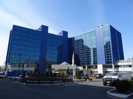 very modern building picture of crowne plaza jfk airport. Black Bedroom Furniture Sets. Home Design Ideas