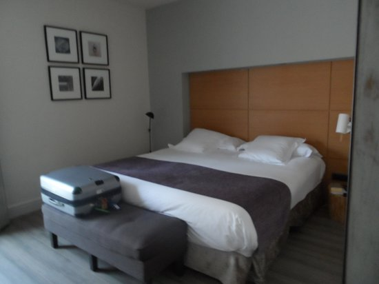 Hotel Barcelona Catedral: Very Comfortable Bed