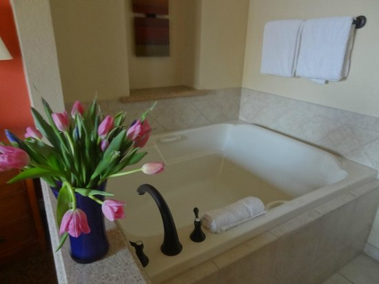 Marriott's Grand Chateau: Bathtub