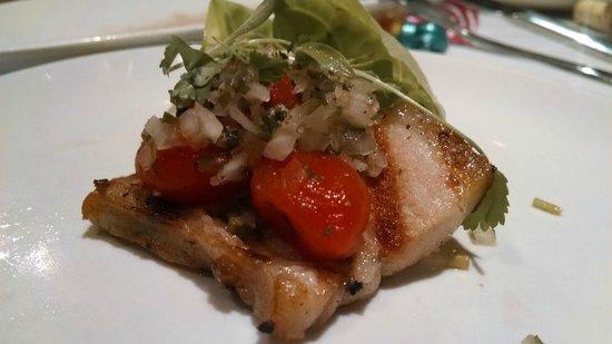 Roy's Waikiki Beach: Pork belly appetizer - amazing!