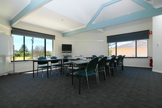 Quality Resort Sorrento Beach : conference seating for up to 30