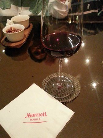 Manila Marriott Hotel: A little wine before heading out.