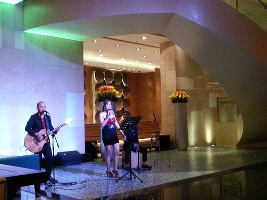 Manila Marriott Hotel: She was more annoying than actually a singer. I'm just saying.