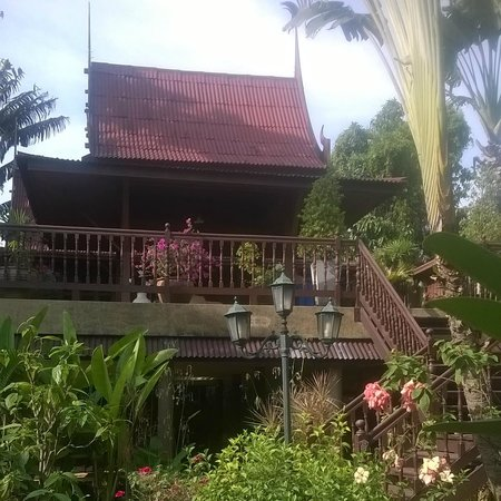 Ban Kaew Villas: One of our living areas which adjoined the top private balcony