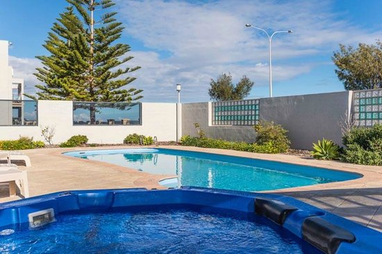 Quality Resort Sorrento Beach: pool and spa
