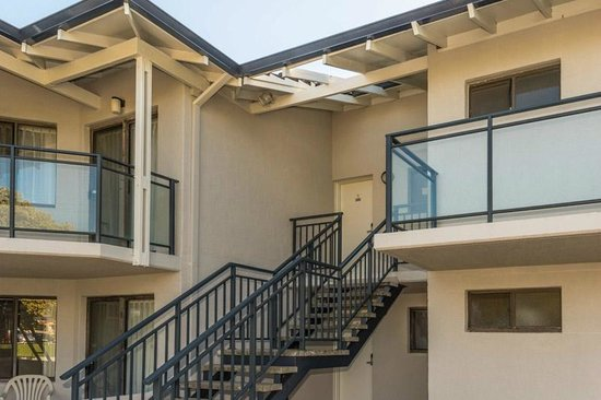 Quality Resort Sorrento Beach: newly pained exterior