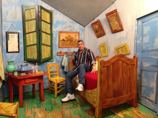 Grounds For Sculpture  Van Gogh s bedroom   by Seward Johnson. Van Gogh s bedroom   by Seward Johnson   Picture of Grounds For