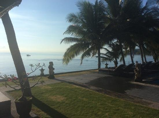 Puri Madha Bungalows: best sunrise view and great access to the wreck.