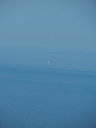 Sugarloaf Mountain: Sailboat far out on Superior