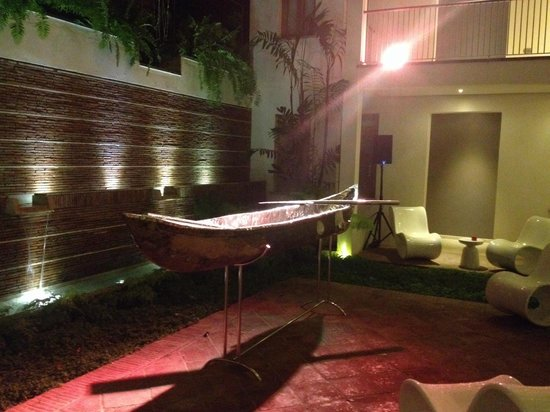 Billini Hotel: Back terrace!!!!
