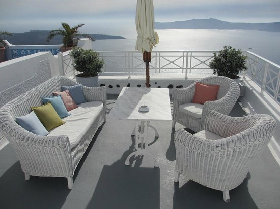 Cliff Side Suites: Outside Lounge