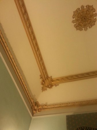 Tiziano Hotel : Our Room's Decorative Ceiling