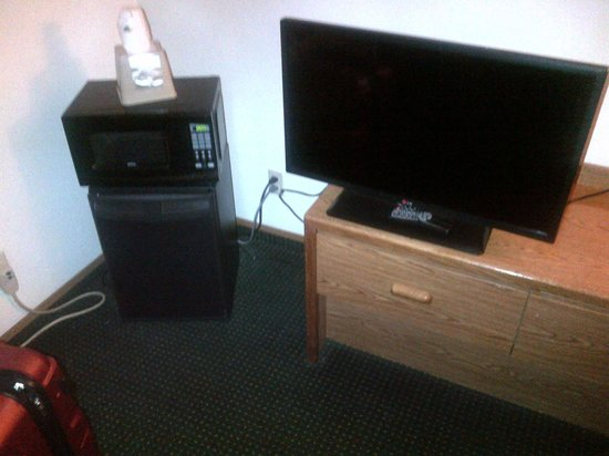 Super 8 by Wyndham Waco University Area: TV Microwave and tiny fridge