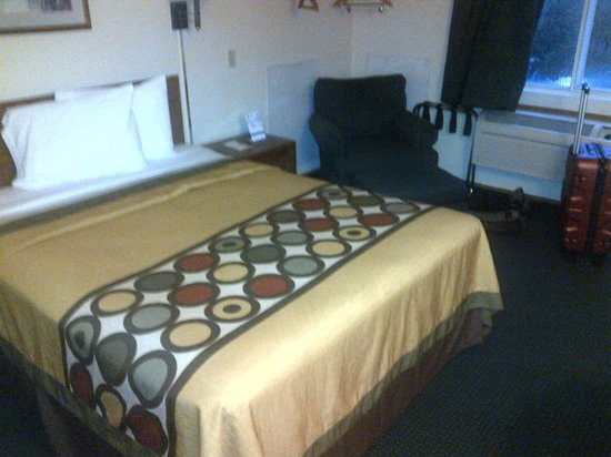 Super 8 Waco University Area: that is actually a really good bed.