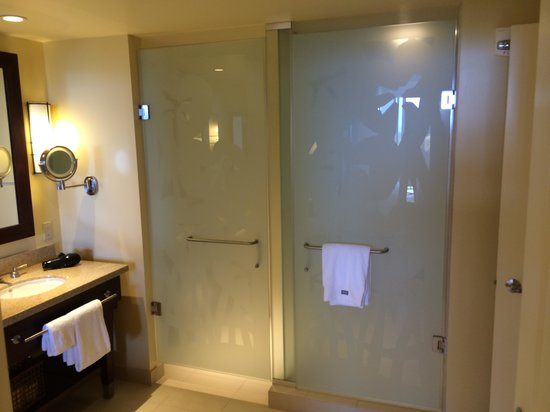 The Westin Kaanapali Ocean Resort Villas: Spacious Bathroom