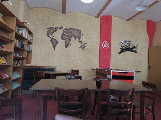 Globetrotter Hostel Odyssee: Library/reading corner
