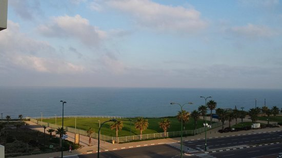 Ramada Hotel and Suites Netanya: Sea