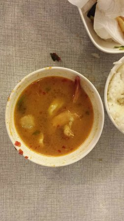 Somboon Seafood Surawong : Tom Yom _ spicy soup with shrimp