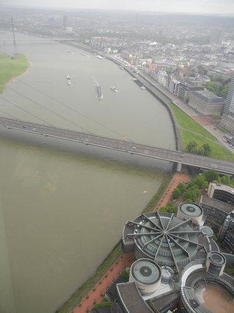 Rhine Tower (Rheinturm) : 上からの眺め