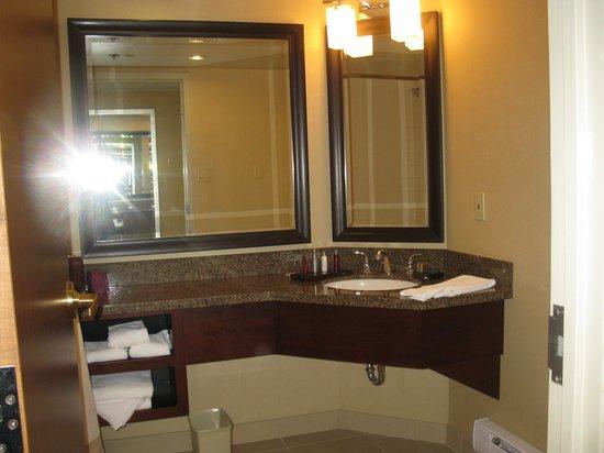 Marriott Niagara Falls Fallsview Hotel & Spa: Clean Bathroom