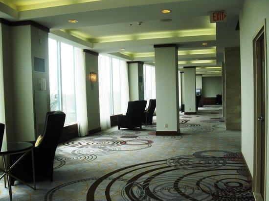Marriott Niagara Falls Fallsview Hotel & Spa: Rear lounge