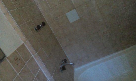 Mountway Holiday Apartments : Bathtub