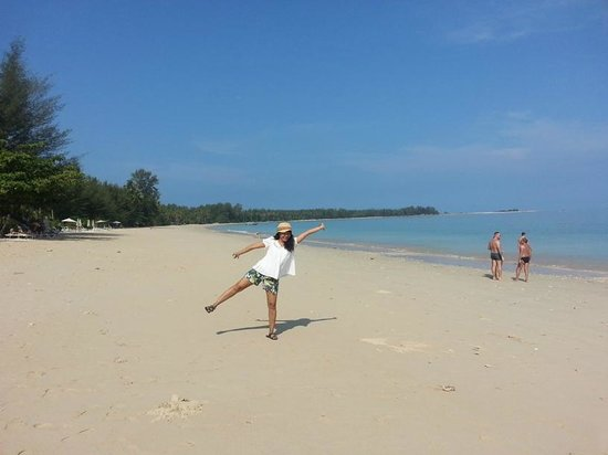 Kantary Beach Hotel Villas & Suites Khao Lak : On the beach