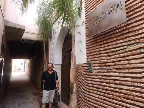 Palacio de las Especias : en la puerta del riad